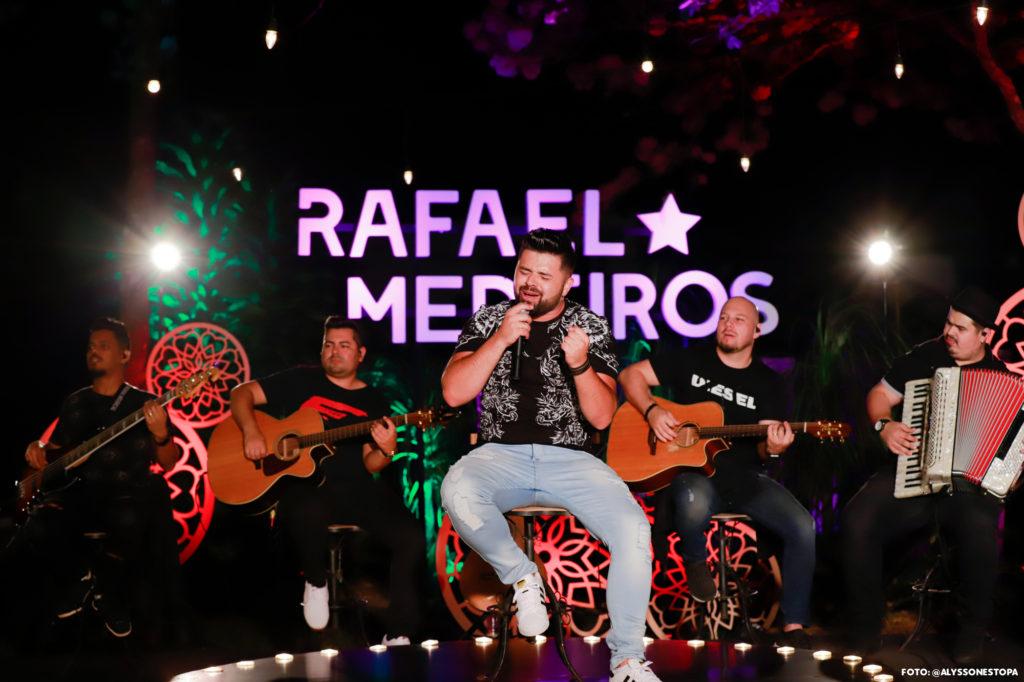 "Rafael Medeiros lança ""Cerveja sem Álcool"", grava novo DVD em Uberlândia"
